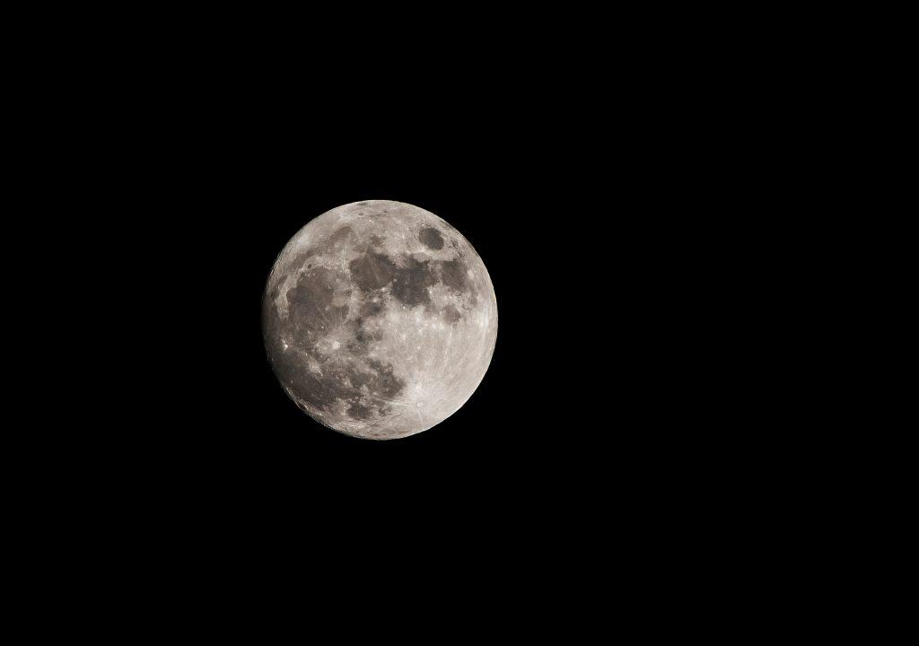 Mond am 2015-02-02 gegen 21:21 Uhr CET, Nikon 70-200 ƒ/2,8 + 1,7fach Telekonverter an Nikon D300, ISO 200, 1/320 Sekunde, ƒ/8