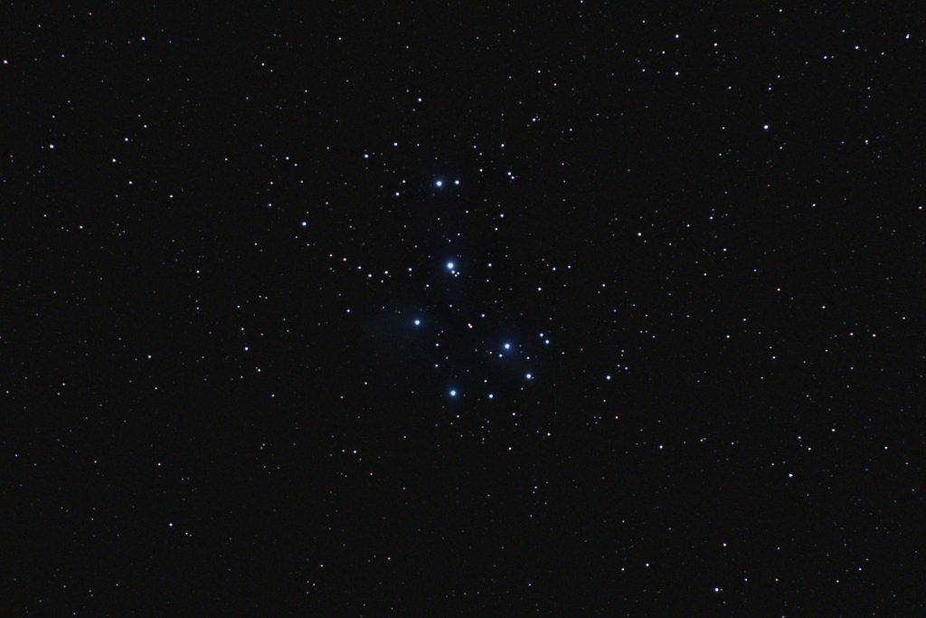 Messier 45 - Plejaden, Nikon D300, Nikkor 70-200/2.8, 200 mm, f/3.2, 30 s, ISO 1600